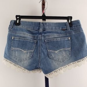 Almost Famous Shorts Size 5 Crochet Edge